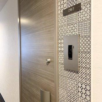 玄関脇のデザインタイルが素敵◎
