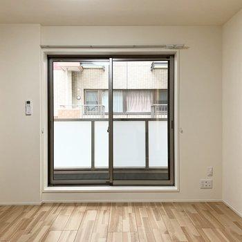 洋室の広さは7.2帖。ベッドとテーブルくらいがちょうど良さそう。(※写真は2階の反転間取り別部屋のものです)