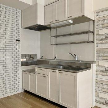 キッチンも調理スペースが十分にあります※写真は通電前のもの
