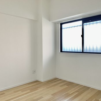 北側の洋室は寝室にも趣味の部屋にも◎※写真は通電前のもの