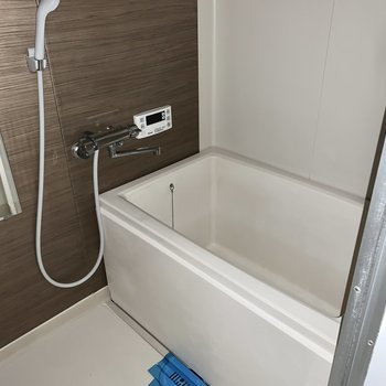 お風呂も追焚付きできれいです!※写真は通電前のもの、撮影時フラッシュを使用しています