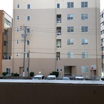 眺望は向かいの建物ですが距離が結構あるので圧迫感はありませんでした