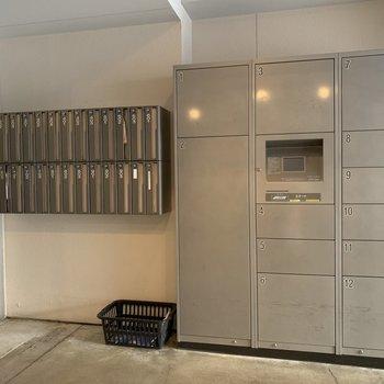 宅配ボックスと郵便ポスト