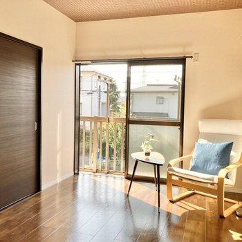 【洋室】こちらも日当たり良好です◎※家具はサンプルです