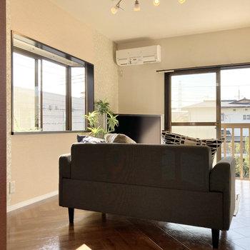 【LDK】南向きで日当たり◎※家具はサンプルです