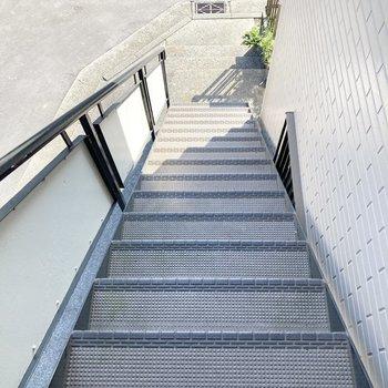 お部屋までは階段を上ってくださいね。