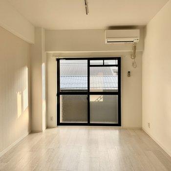 白を基調としたさわやかなお部屋
