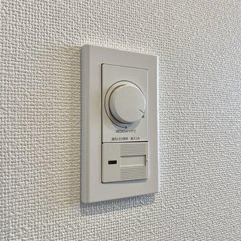 【洋室】照明は無段階で明るさを調節できるんです。