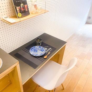 ダイニングテーブルとしても、使用できます!※小物はイメージです