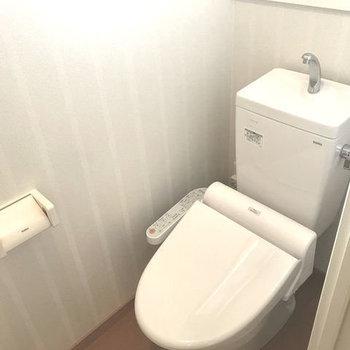 トイレはしっかりウォシュレット付き。(※写真は7階同間取り別部屋のものです)