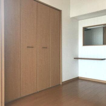 収納も大きい!キッチンにはちょこんとカウンターもついてます◎(※写真は7階同間取り別部屋のものです)
