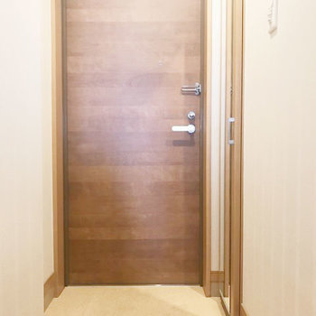 玄関はすっきりと。(※写真は7階同間取り別部屋のものです)