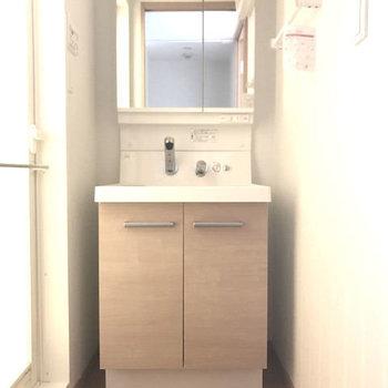 淡いブラウンがステキな洗面台です。(※写真は7階同間取り別部屋のものです)