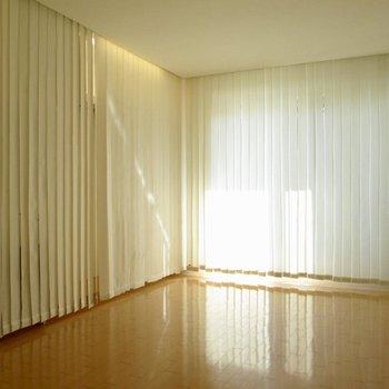 こんな風にブライドで隠すこともできちゃいます◎※写真は2階の同間取り別部屋のものです