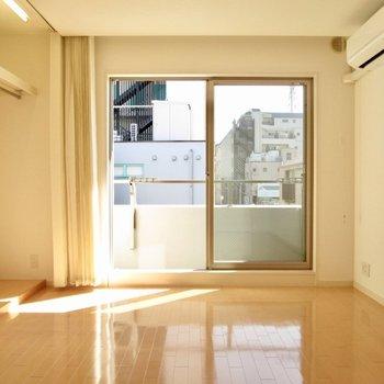 大きな窓で風通しも良さそう。※写真は2階の同間取り別部屋のものです