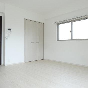 角部屋なので小窓がありますね。(※写真は3階の同間取り別部屋のものです)