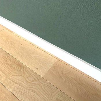 床材は老若男女問わず人気のバーチ材