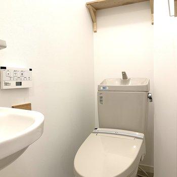 洗面台・トイレは既存利用ですが、まだまだきれいですよ!