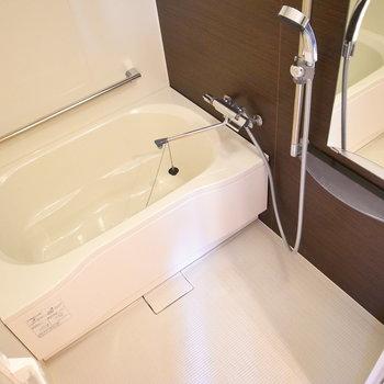 お風呂も広々。きれいな設備で気持ちいい♪