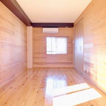 【洋室】エアコンもしっかり設置されています。