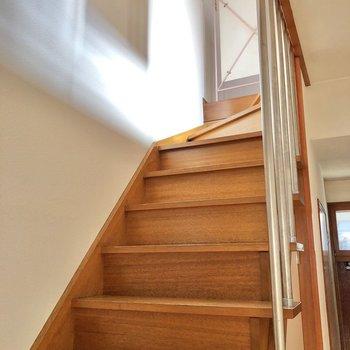 階段を下りて、1階へやってきました。