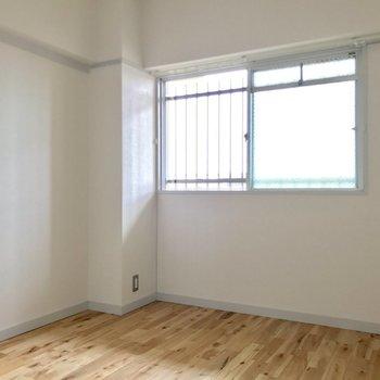 玄関側の洋室。(※写真は5階の反転間取り別部屋のものです)