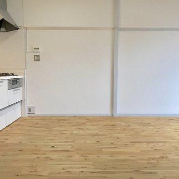 こちらの面には家具が置きやすそう。(※写真は5階の反転間取り別部屋のものです)