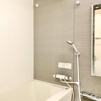 バスルームは浴室乾燥機がついてますよ。※写真はクリーニング前です