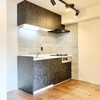 【LDK】シックでお洒落なキッチンです。※写真はクリーニング前です