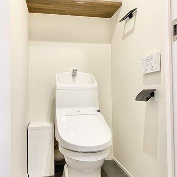 温水洗浄付きの個室トイレです。※写真はクリーニング前です