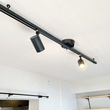 【LDK】照明はライティングレール式。※写真はクリーニング前です