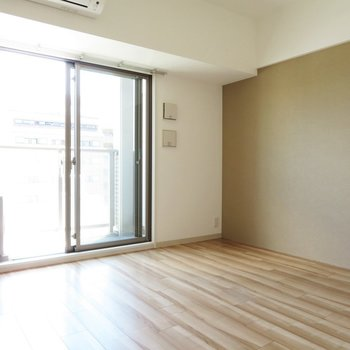 つやつやの床です(※写真は8階の同間取り別部屋のものです)