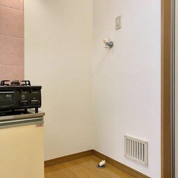 右に洗濯機置き場がありました。