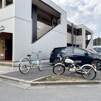 自転車やバイクをおけるスペースが。