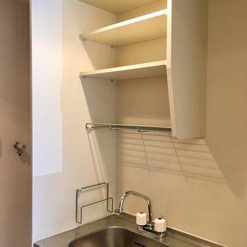 コップやお茶碗はこの棚に置いて。※写真は1階の反転間取り別部屋のものです