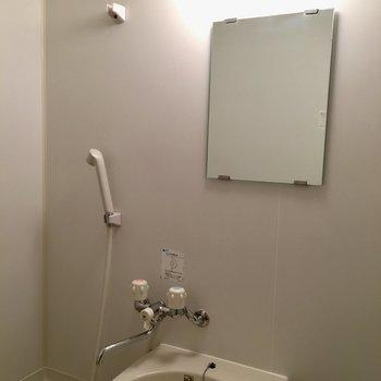 お風呂での鏡チェック、大事〜!※写真は1階の反転間取り別部屋のものです