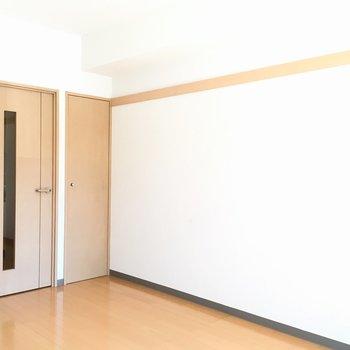 間接照明やマガジンラックも置きたいな。※写真は1階の反転間取り別部屋のものです