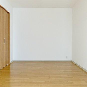 洋室の中では最も広い。窓がないので書斎にしても◎ (※写真は4階の反転間取り別部屋のものです)