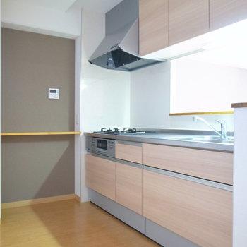 キッチンは動きやすい広さ。