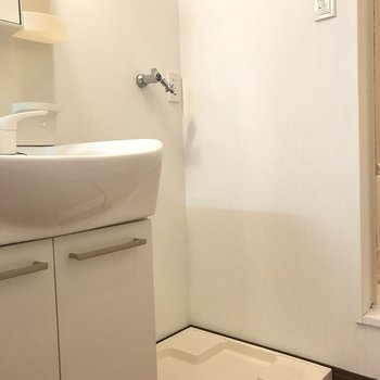 洗濯機置場は洗面のお隣(※写真は1階の同間取り別部屋のものです)