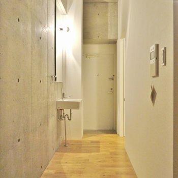 廊下も広くてGOOD(※写真は5階の同間取り別部屋のものです)