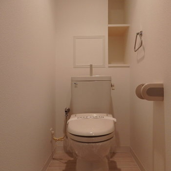 後ろの棚が嬉しい(※写真は2階の同間取り別部屋、モデルルームのものです)