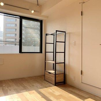 棚は可動式です。お好きな位置に動かせます。