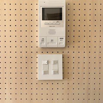 TVモニタ付ドアホンで防犯面も安心。