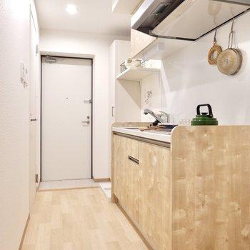 まずはキッチンです。※写真は2階の反転間取り別部屋のものです