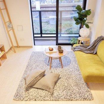 ソファやベッドでゆったりと過ごせますよ。※写真は2階の反転間取り別部屋のものです