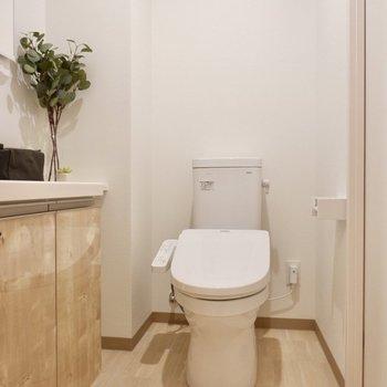 奥行きがあるため、脱衣スペースとしても十分使えますよ。※写真は2階の反転間取り別部屋のものです