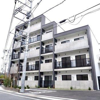 5階建ての新築の建物です。