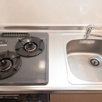 調理スペースが狭いので調理台を置くなど工夫してくださいね!