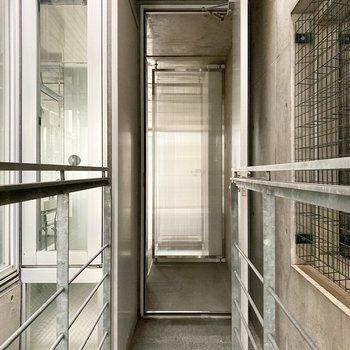 ダイニングから寝室までの廊下です。